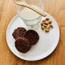 Biscuits croustillants au quinoa soufflé et chocolat pur